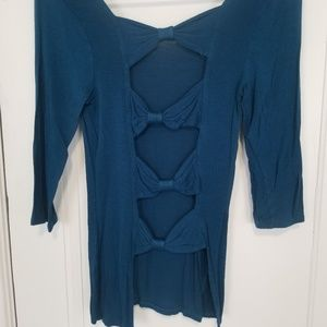 Teal open back with bows quarter sleeve shirt